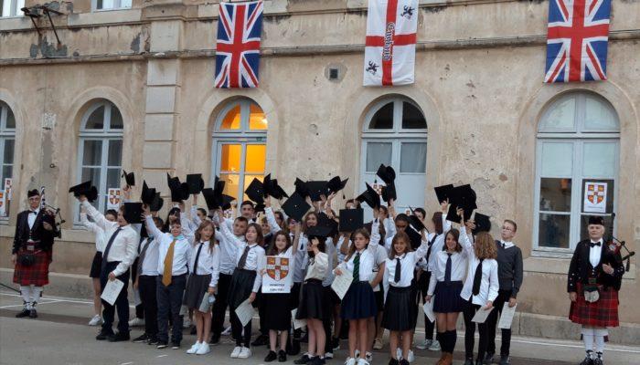 Troisième cérémonie de remise des Diplômes Cambridge  «Hip, Hip, Hooray!»